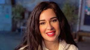 أسما شريف منير تعتذر عن صورتها الجريئة:(انجرفت وأخطأت)