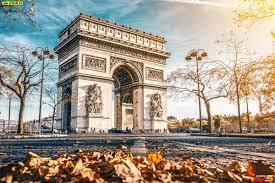 ภาพประตูชัยฝรั่งเศสอาร์กเดอทรียงฟ์เดอเลตวล ในกรุงปารีส