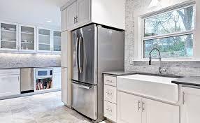 white gray marble tile backsplash