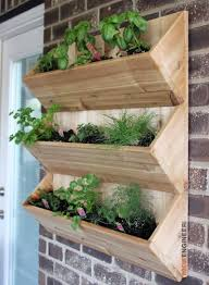 Cedar Wall Planter { Free DIY Plans