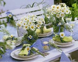 table-decoration-ideas-summer-daisies-bouquets-blue-gingham-