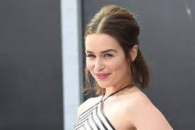 Emilia Clarke trägt jetzt ...