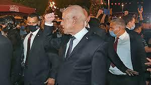 """الغموض يلف المشهد السياسي في تونس بعد تمديد سعيّد تعليق أعمال البرلمان """"حتى  إشعار آخر"""""""