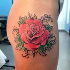 татуировки роза в стиле реализм олдскул цветная бедро каталог