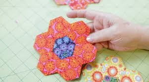 Paper Piecing Flower English Paper Piecing By Liza Lucy Creativebug