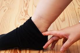 男性が知らない女性の天敵「足のむくみ」の危険性 | 男の病気 | 健康 | ダイヤモンド・オンライン
