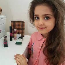 Bé gái xinh đẹp nhất thế giới bố mẹ phải nghỉ việc theo sát con vì sợ bị  quấy rối – Artofit