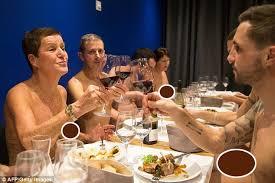 Image result for Nhà hàng ăn uống không quần áo