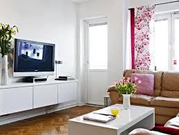 Mobile soggiorno marrone: idee per il colore delle pareti in