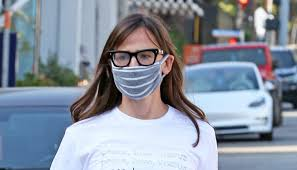 Jennifer Garner <b>Styles</b> White T-Shirt with Denim and <b>Black</b> Sneakers ...