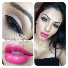 brown eyeshadow with hot pink lipstick