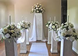 wedding pillars and