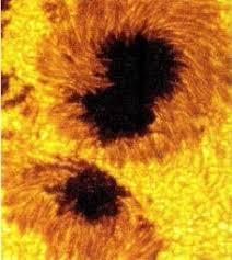 Изменения происходящие на Солнце Солнечная корона  Рис 52 Солнечные пятна