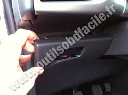 obd2 connector location in citroen c3 ii (2009 ) outils obd Fuse Box Layout Citroen C3 citroen c3 ii under steering wheel fuse box layout citroen c3