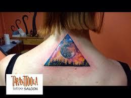 татуировка на спине у девушки космос и деревья фото рисунки эскизы