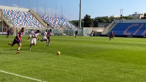 Crotone Calcio | Gli squali concludono la settimana di allenamenti con un  test con la Primavera • ilRossoBlu.it