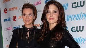 Sophia Bush, Hilarie Burton \u0026 \u0027One Tree Hill\u0027 Cast \u0026 Crew Pen Le ...