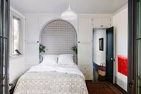 design tips for decorating a small bedroom on