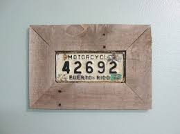 picture of easy picture frame from pallet wood