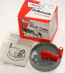 yarn cutter for latch hooking