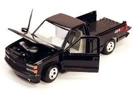 Amazon.com: Motormax 1992 Chevy 454SS Pickup Truck 1/24 Scale ...
