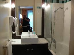 Citadines Republique Paris: Bathroom in studio apartment