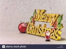 Winzige Figürchen Von Santa Claus Auf Einem Glitzer Silber