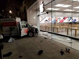 U Haul Customer Service Driver Rams U Haul Truck Into Berkeley Apple Store In Burglary