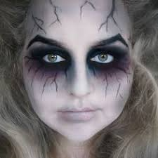 this make up shows good blending techniques and really emphasize the eye the bruse is good to give that y mood now you can create mind ing