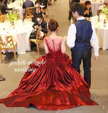 お色直しは真っ赤なドレスで この後ろ姿が気に入ってこのドレスに