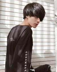 前髪が長い男性の特徴は髪型で心理やメンズの性格が分かる理由も Belcy