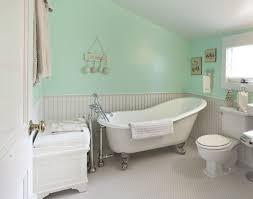 cottage bathroom with slipper clawfoot tub