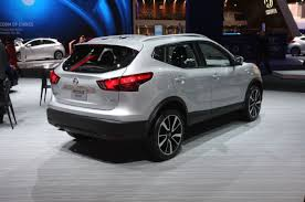 2018 nissan qashqai. contemporary 2018 2018 nissan rogue sport rear quarter 02 view photo gallery  22 photos and nissan qashqai