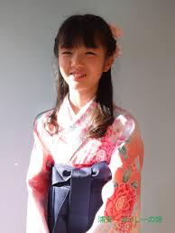 袴を着付けた小学生の卒業式卒園式の髪型ヘアアレンジ美容室