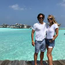 In true gwyneth paltrow fashion, she's taking a unique approach to married life with new husband. Gwyneth Paltrow And Her Husband Glee Creator Brad Falchuk Live In Separate Homes