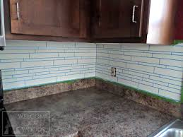 skinng blue painters tape as grout in faux marble tile painting project