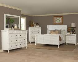 Louvered Bedroom Furniture West Keys Q Ek Wk Bed With Louvered Panels And Turned Pilaster