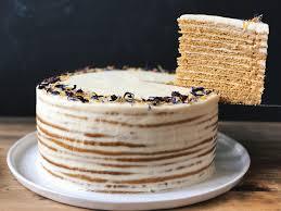 Homemade] Russian honey cake w honey cream cheese buttercream