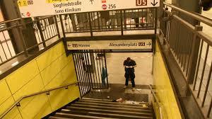 Watch online free berlin alexanderplatz on putlocker 2019 new site in hd without downloading or registration. U Bahnhof Lichtenberg Unbekannter Stosst Mann Die Treppe Herunter B Z Berlin