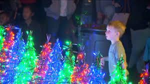 Davis Family Christmas Lights Fresno Family Kicks Off Christmas Season With 26 000 Led Light Display Here S How You Can See It