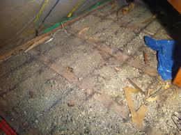 Ausfüllen und versteifen des fußbodens um später fliesen verlegen zu können. Hilfe Beim Boden Fur Dachboden Ausbau Speicher Holz Trockenbau