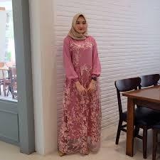 Dress brokat ini biasanya dibuatdengan menyertakan kain pelapis atau furing di dalamnya. 50 Model Dress Kebaya Brokat Modern Pendek Panjang Terbaru