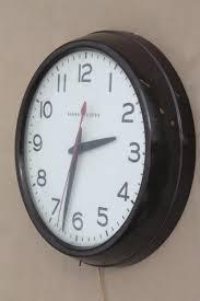 vintage ge electric wall clock big brown bakelite school clock or industrial office r98 clock