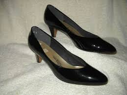 womens black patent leather pumps by auditions size 9 5ss slender