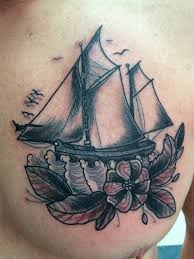фото тату корабль в стиле олд скул от мастера Little Linda