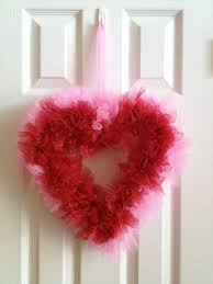 Simple Valentine <b>wreath</b> made with tulle and a <b>metal heart frame</b> ...