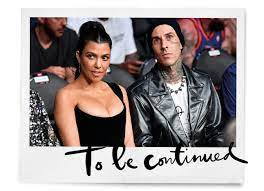 hand rondom Kourtney Kardashian ...
