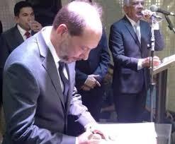 Resultado de imagem para prefeito ivo gomes assina ordem de serviço da praça da Cãmara de sobral