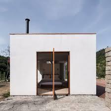 Para garantir a privacidade foi usado vidro jateado. Casas Brasileiras 8 Residencias Com Portas Pivotantes Archdaily Brasil