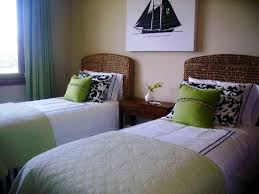 Small Guest Bedroom Guest Bedroom Ideas 17 Best Ideas About Small Guest Bedrooms On